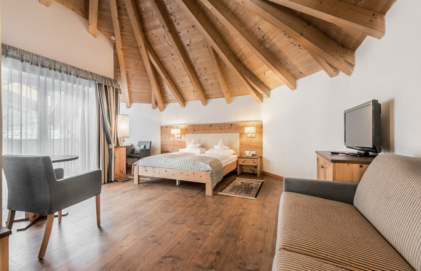 the bar of the Hotel Rosskopf furnished in wood