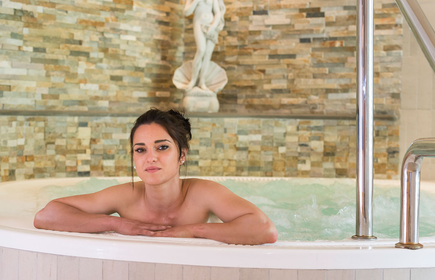Young woman in the whirlpool of Hotel Rosskopf in Valle Isarco