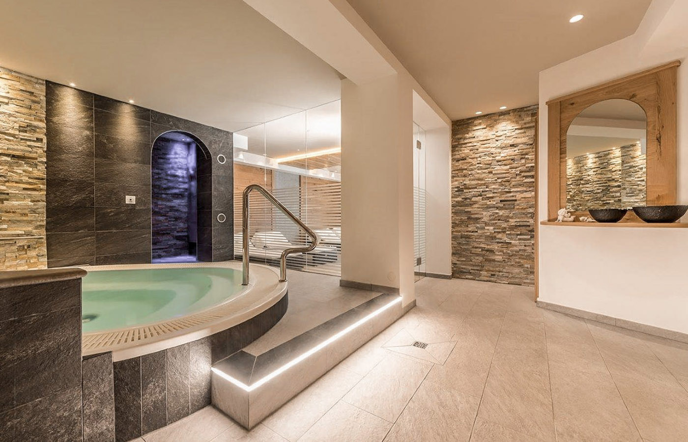 View of whirlpool in the wellness area of Hotel Rosskopf
